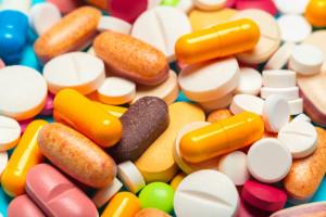 diferentes-medicamentos-medicamentos-pastillas-tabletas_93675-23990